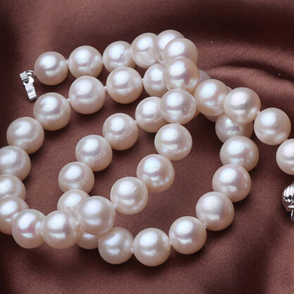 Free shipping >>charm 9-10mm top AAA white freshwater perfect round pearl necklaceFree shipping >>charm 9-10mm top AAA white freshwater perfect round pearl necklace