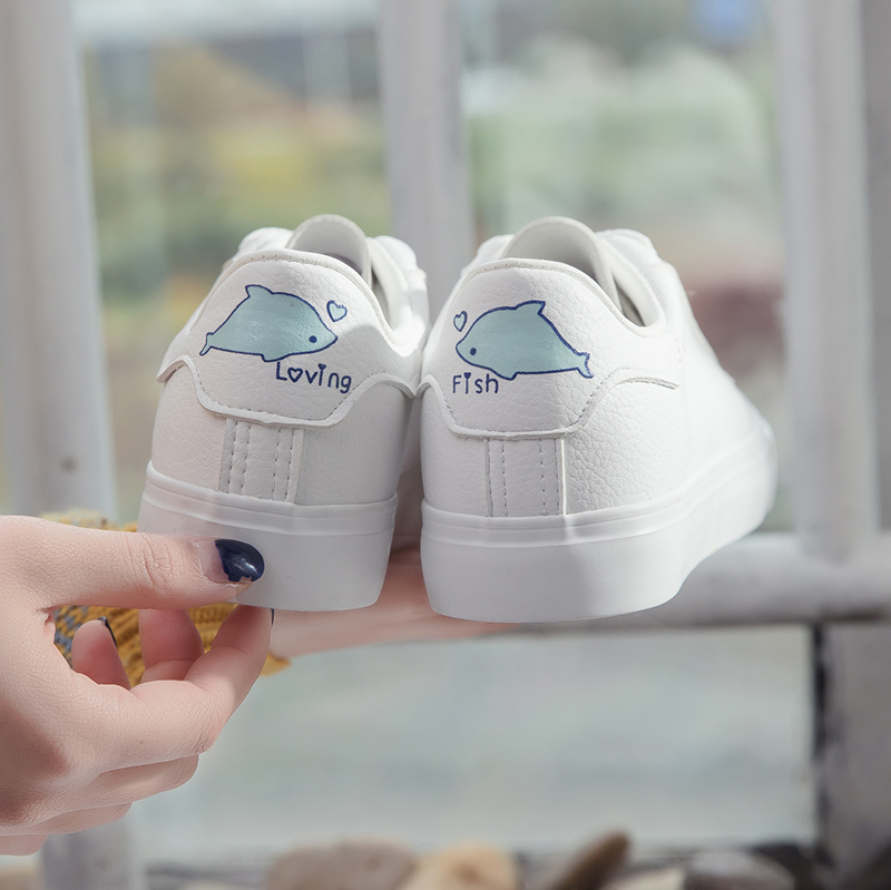 все цены на Cute Sneakers for Women White Leather Shoes Fish Kitty on Back Two Laces Cartoon Animal Casual Shoes Preppy Style Lace Up 35-40 онлайн