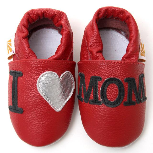 De cuero de vaca zapatos de bebé de los niños que amo mamá del bebé mocasines zapatillas antideslizantes Soft Toddler niños zapatos de niña primeros caminante calzado