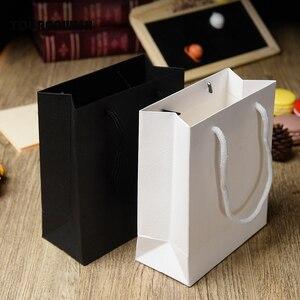 Image 2 - 20 יח\חבילה לבן שחור באיכות גבוהה פשוט נייר שקית מתנת נייר סוכריות קופסא עם ידית חתונת מסיבת יום הולדת מתנה חבילה ב