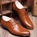 2016 Novos Homens de Couro Dedo Apontado Sapatos Brogues Lace-Up Homem Oxfords Sapatos Bullock Negócios Lace-Up Masculino apartamentos Sapatos