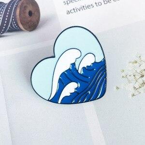 В форме сердца, морской металлическая брошь с эмалью, оригинальная, модная, с волнистым бейджиком, летняя, для серфинга, модный гламурный кос...