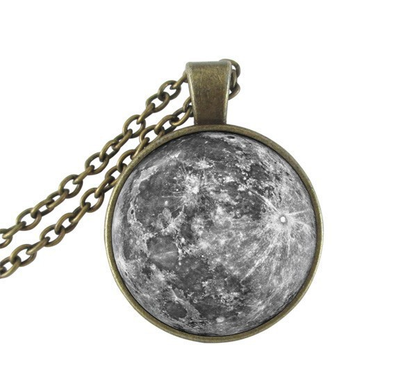 Family Decor Galaxy Nebula Red Moon Pendant Necklace Cabochon Glass Vintage Bronze Chain Necklace Jewelry Handmade
