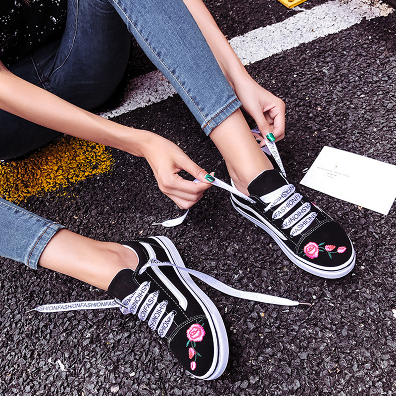 2017 New Fashion Footwear Women Flats Shoes Embroidery Slip Up Women Flat Casual Shoes Canvas Loafers Shoes Silk Shoelace vintage embroidery women flats chinese floral canvas embroidered shoes national old beijing cloth single dance soft flats