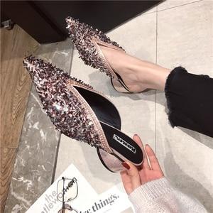 Pointed heel middle heel shoe