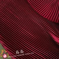1psc Tissu vin rouge À Fines Rayures accordéon plissé en satin de soie de la glace pilée jupe tissu (plissée 0.5 m)