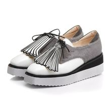 2017 Krazing Pot tassel shells mixed color horsehair lace up square toe platform casual shoes women sneakers vulcanized shoes 68