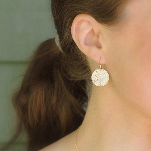 Rustic Gold Disc Earrings Hammered Circle Everyday Jewelry Bridesmaids Gift Er042