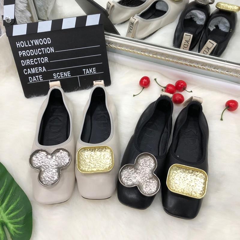 2019 LKDY ผู้หญิงหนังแท้ขาบัลเล่ต์รองเท้าแบนโลหะตัวอักษรตกแต่งหนังแกะเต็มรูปแบบลำลองรองเท้าขี้เกียจ-ใน รองเท้าส้นเตี้ยสตรี จาก รองเท้า บน   1
