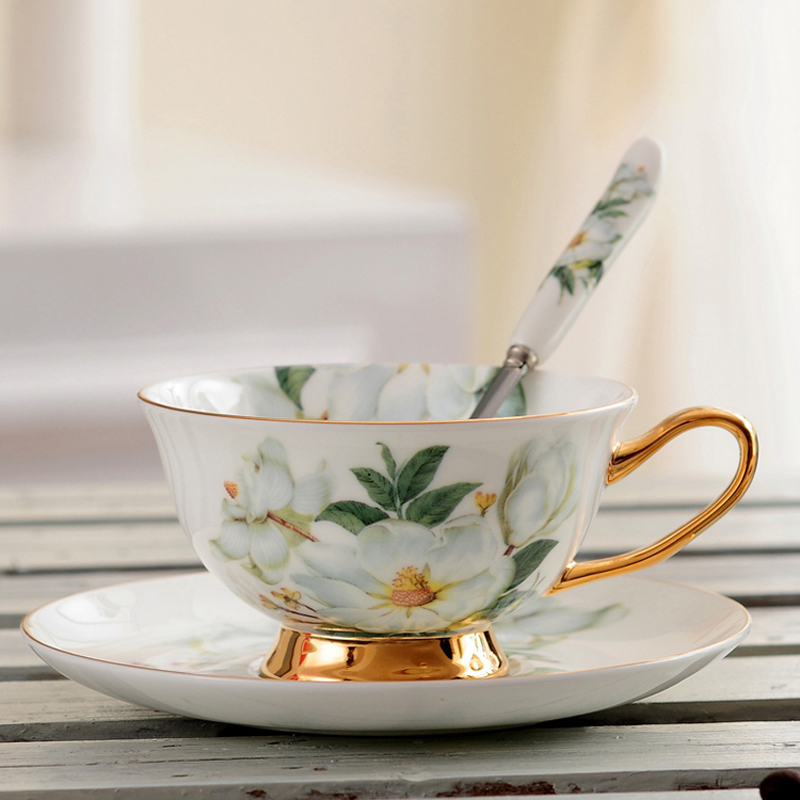Classic Fine Bone China Tea Cups And Saucers Set Ceramic