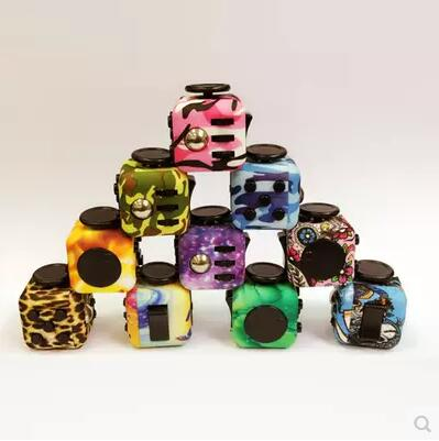 3535 ToalyPluzzle Cube camouflage stress compression stress cube l'anxiété fidget dés cube jouet artefact doigt cube 43 cm et 39 cm
