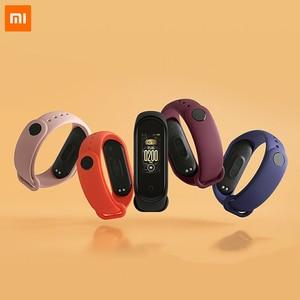 Image 2 - Xiao mi originale Mi banda intelligente 4 Wristband amoled 2.5D 0.95 POLLICI a colori dello Schermo 5ATM Bluetooth 5.0 Sensore della Frequenza cardiaca mi Braccialetto della fascia