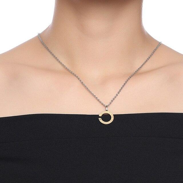 модные простые золотистые черные ожерелья с фианитами для влюбленных фотография
