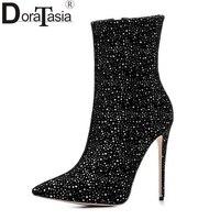 DoraTasia 2017 טרנדי מותג אישה גודל גדול 34-43 עקבים גבוהים סופר דקים אמצע שוק מגפי נשים הבוהן מחודדת נעלי מפלגה