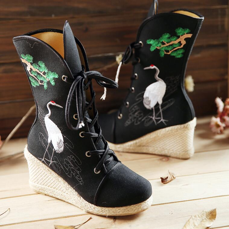ФОТО Women Embroidery Crane Short Plush Half Boots Lace Up Wedges Thick Heels Winter Boots Traditional National Style Boots 20170109