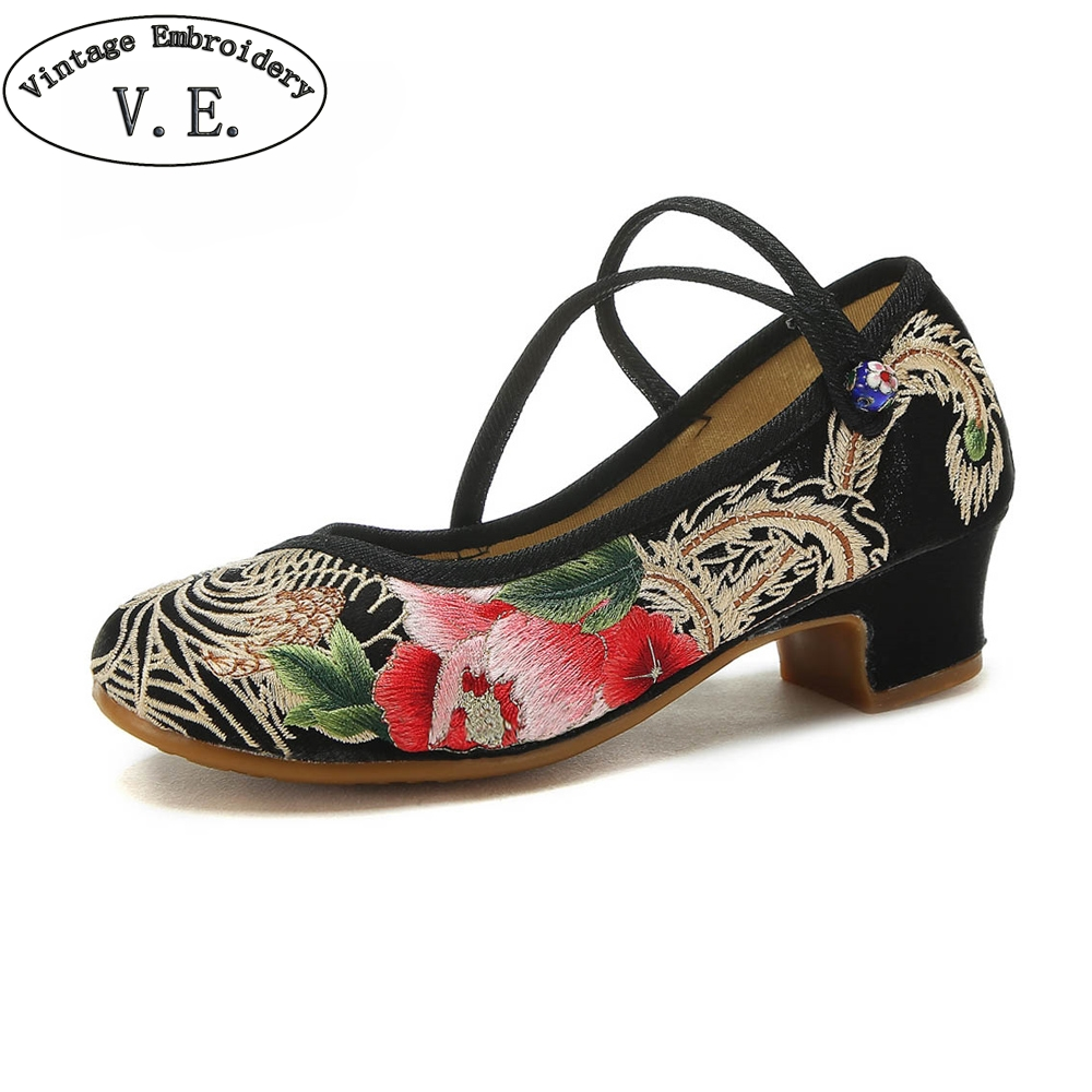 Golden Embroidery Shoes Woman Chinese National Brides Wedding Shoes Mid-aged Ladies Block Heel Pumps Zapatillas MujerGolden Embroidery Shoes Woman Chinese National Brides Wedding Shoes Mid-aged Ladies Block Heel Pumps Zapatillas Mujer