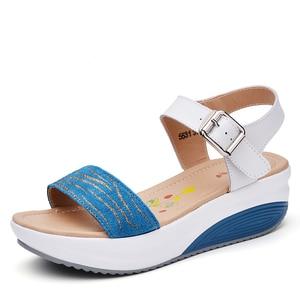 Image 2 - Sandales à plateforme en cuir véritable pour femmes, tongs, chaussures de plage pour dames, sandales à talons hauts dété, gladiateur, collection décontracté