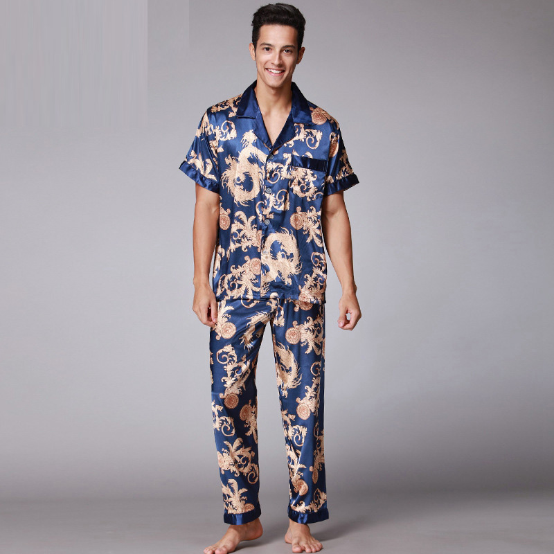 2017 Retro Fashion V-ausschnitt Kurzarm Pyjamas Weiche Glatte Gefälschte Silk Pyjamas Für Männer Mit L Xl Xxl Mit Druck Sy018
