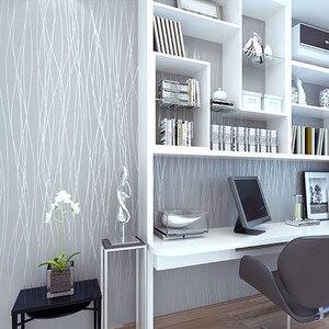 Image 3 - Из нетканого материала модные тонкие стекаются вертикальные полосы обои для Гостиная диван Задний план стены дома обои 3D серый серебристый