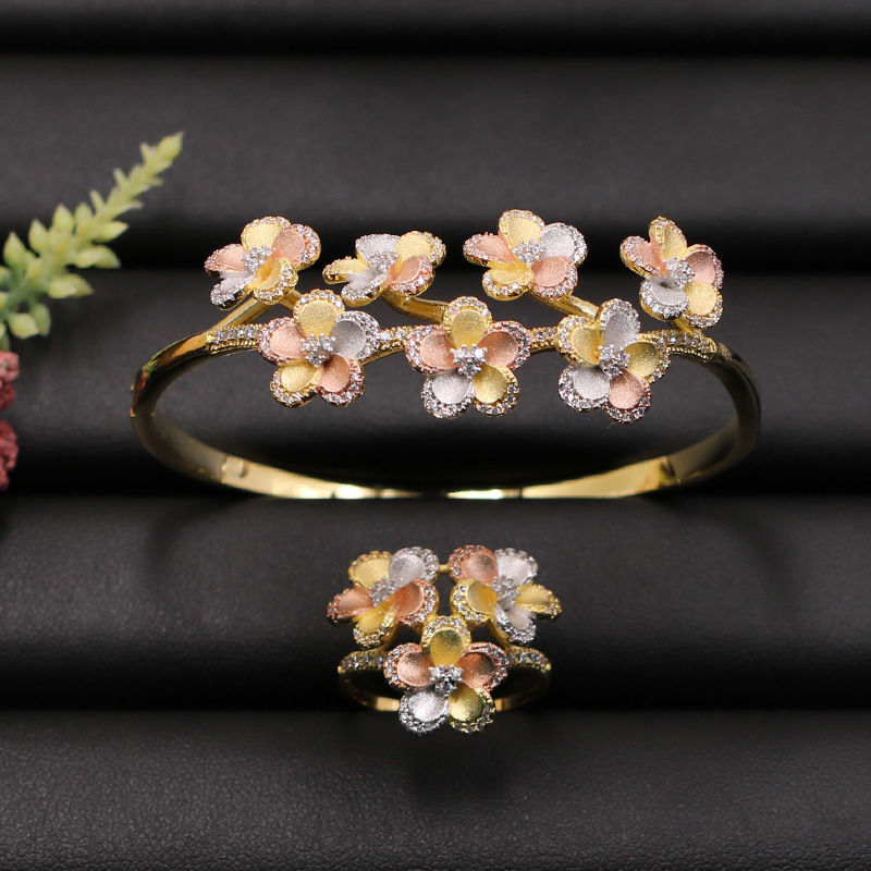 Lanyika Jewelry Set New Dubai Exquisite Flowers Bangle with Ring for Girls Banquet Wedding Micro Inlay Popular Luxury Best GiftsLanyika Jewelry Set New Dubai Exquisite Flowers Bangle with Ring for Girls Banquet Wedding Micro Inlay Popular Luxury Best Gifts