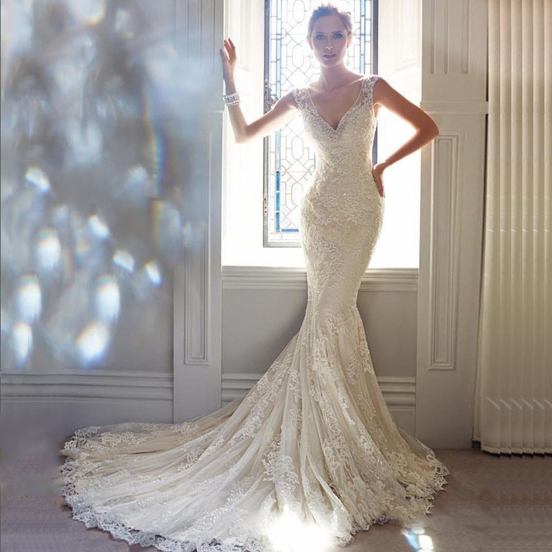 Sexy V Neck Lace Mermaid Wedding Dresses With Court Train