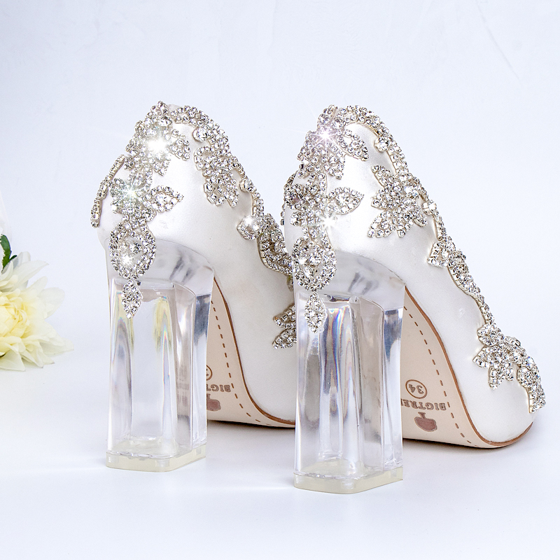 3cf7ca960 Bombas de casamento Sapatos de Noiva Saltos Claros de Cristal Festa À Noite  No Dia de Natal de Luxo Rainha 10 cm Calcanhar Quadrado de Cetim de Seda  Plus ...