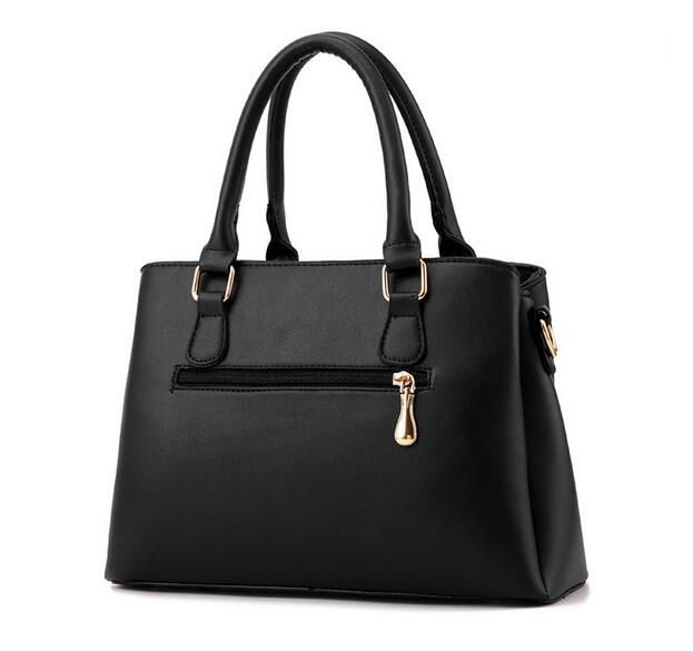 100% Genuine leather Women handbags 2018 new female bag fashionista  embossed shoulder bags of western style air bag-in Top-Handle Bags from  Luggage   Bags ... 01f4ca18c21f