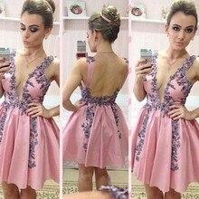 Charming Tiefem v-ausschnitt Kurze Cocktailkleider 2017 Moderne Spitze Appliqued Backless Frauen Graduation Dresses