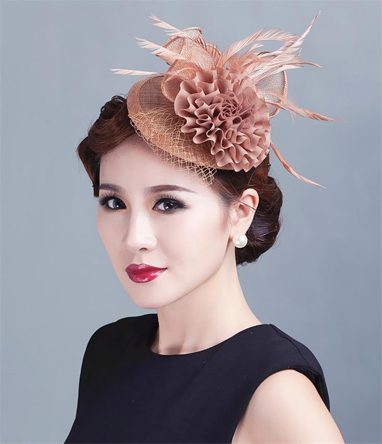 0a06c4f92e2 Sinamay Hat Fascinator Feather Flower Hair Clip Women Headwear Bride  Wedding Hats Fascinators Bridal Hair Acessories For Party C-in Women s Hair  Accessories ...