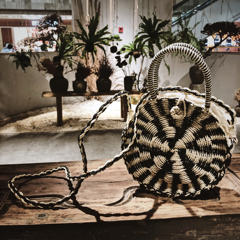 Beach bag holiday hand bill of lading shoulder cross knitting bag round straw bag small bag ins handmade straw in Shoulder Bags from Luggage Bags