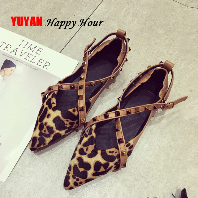 Бренд обувь леопардовой расцветки пикантные Для женщин с острым носком Роскошная модная обувь для вечеринок Для женщин Туфли без каблуков стильная женская обувь с заклепками водонепроницаемые Мокасины YX075