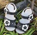 Sandalias de las muchachas de flores de verano de la nueva llegada de punta abierta de cuero genuino negro zapatos de los niños sandalias de la escuela uniforme estudiante