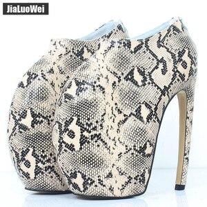 Image 2 - Jialuowei Brand New Designer dziwny styl zakrzywiony na cienkim obcasie platforma Sexy nadruk węża 18CM bardzo wysokie obcasy kobiet botki