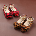Nueva primavera 2016 niños zapatos para las niñas estilo vintage zapatos de piel de leopardo arco zapatos de los planos con cuentas tobillera