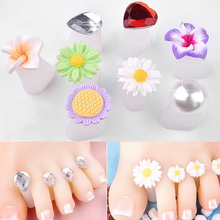 Pandahall 8 PCS/lot Toe Separator Cute Soft Silicone Toes Lock Tools Flower Heart Shaped Rhinestones Nail Art tool