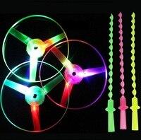 10 pçs/set Grande Surpreendente LED Light Arrow Foguete Helicóptero rotating Festa Toy Voador Fun Presente, brinquedos sprots