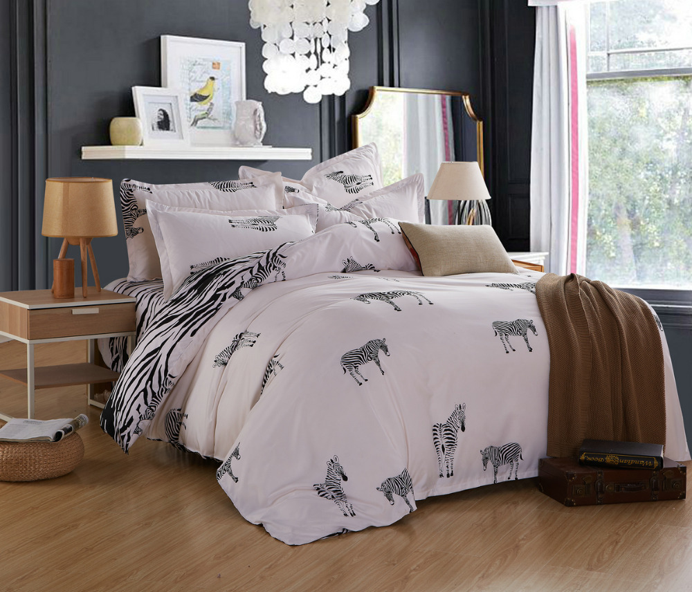 Black and white bed sets for girls - Fashion Poly Cotton Designer Bedding Set Classic Black White Bed Linens For Girls Duvet Cover Flat Sheet Set King Queen Size In Bedding Sets From Home
