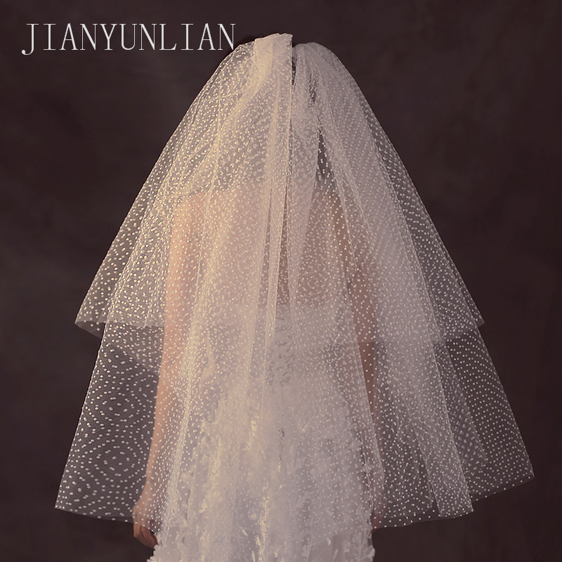 New Arrival 2 Layers Sequins Lace Edge Short Woodland Wedding Veils With Comb 2 T White Ivory Tulle Bridal Veils 2018