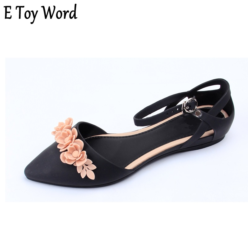 E Toy Word 2018 new small pointed flowers sandals women's summer flat bottomed jelly shoes Korean version beach shoes skid proof free shipping candy color jelly sandals new plastic chain beach shoes chain flat bottomed out sandals lace up chains women shoes