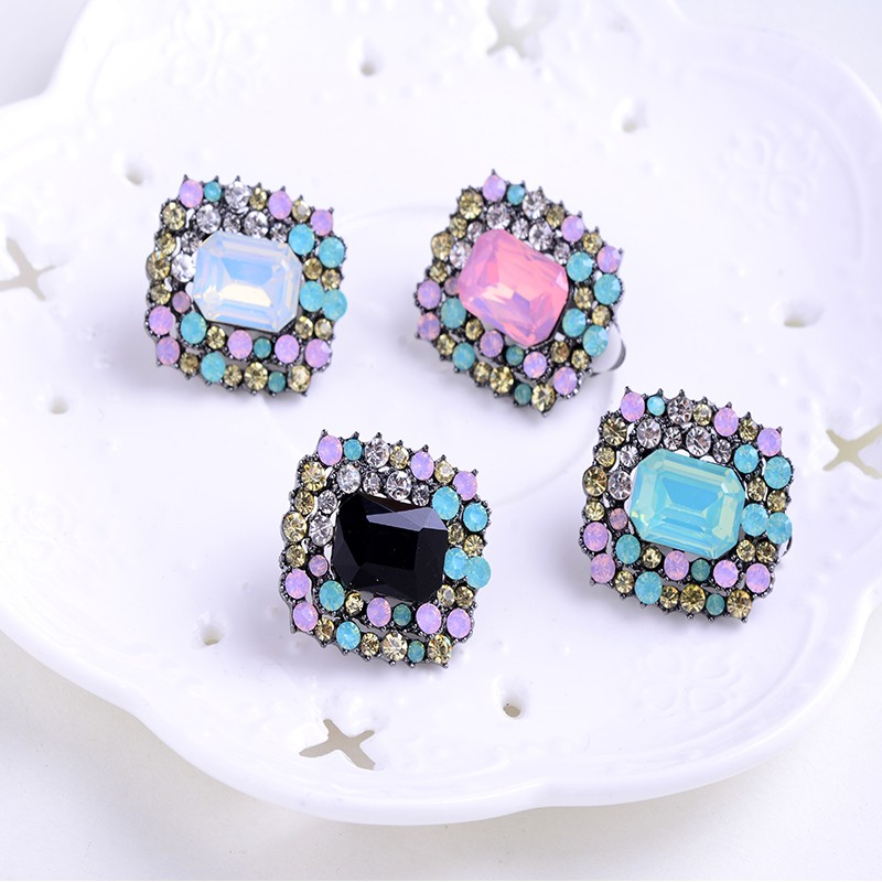 LUBOV Crystal Rhinestone Stud Earrings for Woman Christmas Party Jewelry Trendy Wedding Jewelry 4 Colors 2018 Newest