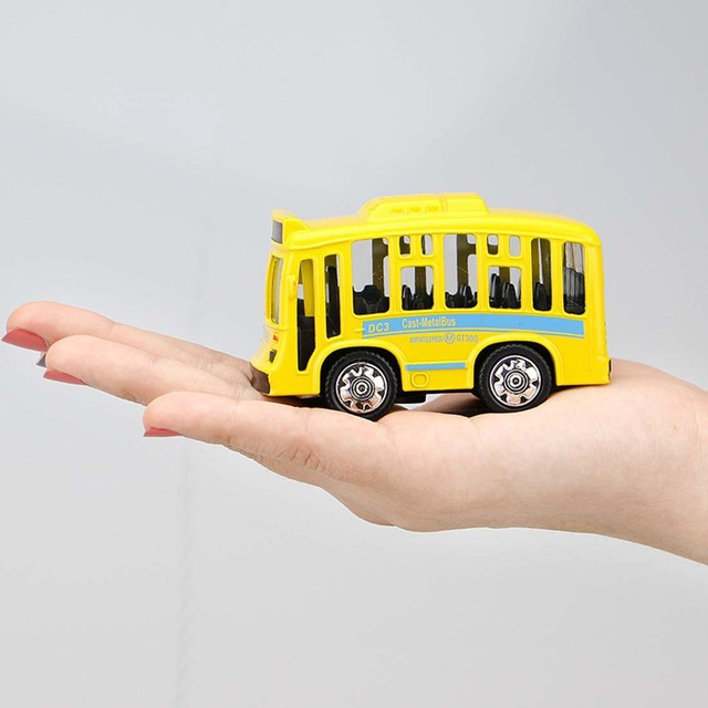 New Arrive Children Playing Die-casts Q Edition Alloy School Bus Car Model Toys with Light And Sound for Kids Birthday Gifts