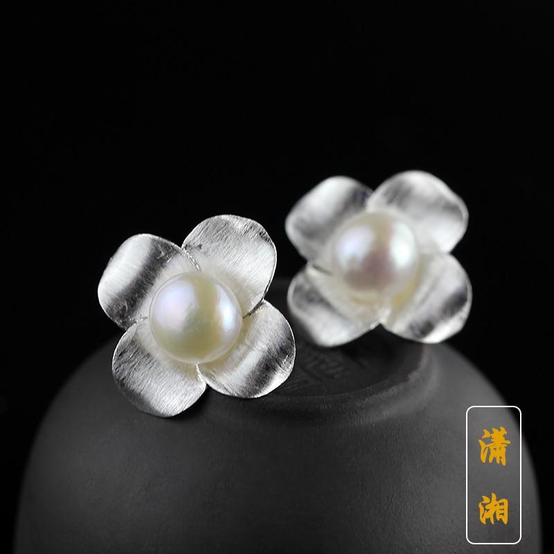 Natürliche Perlenohrringe 925 Sterlingsilberohrringe Koreanische Art und Weiseperlen-Blumenohrringe geben Verschiffen frei