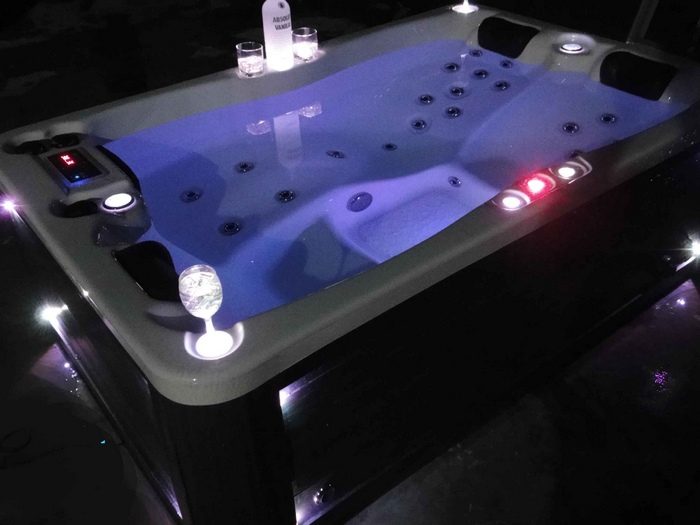 Indoor hot tub 2 person  Emejing Indoor Spa Tub Contemporary - Interior Design Ideas ...