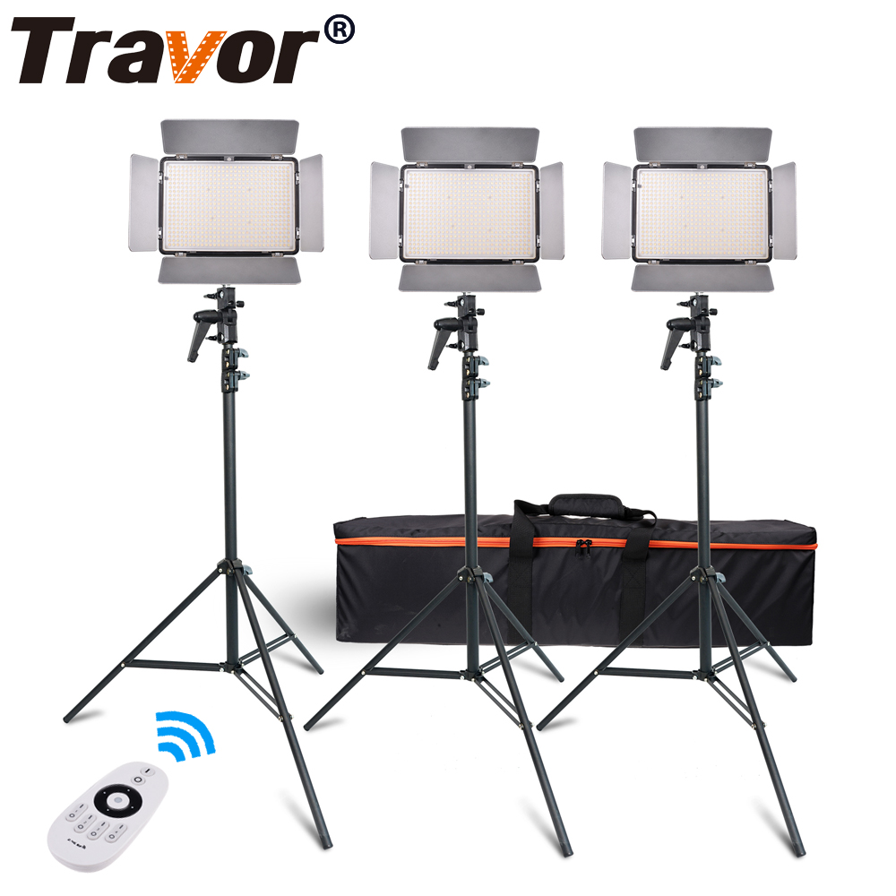 Travor TL-600A 2.4G Kit Bi-Color Led Video Light 3200K ~ 5500K per fotografia Ripresa + tre Light + 6pcs Batteria + 3 piedi in piedi
