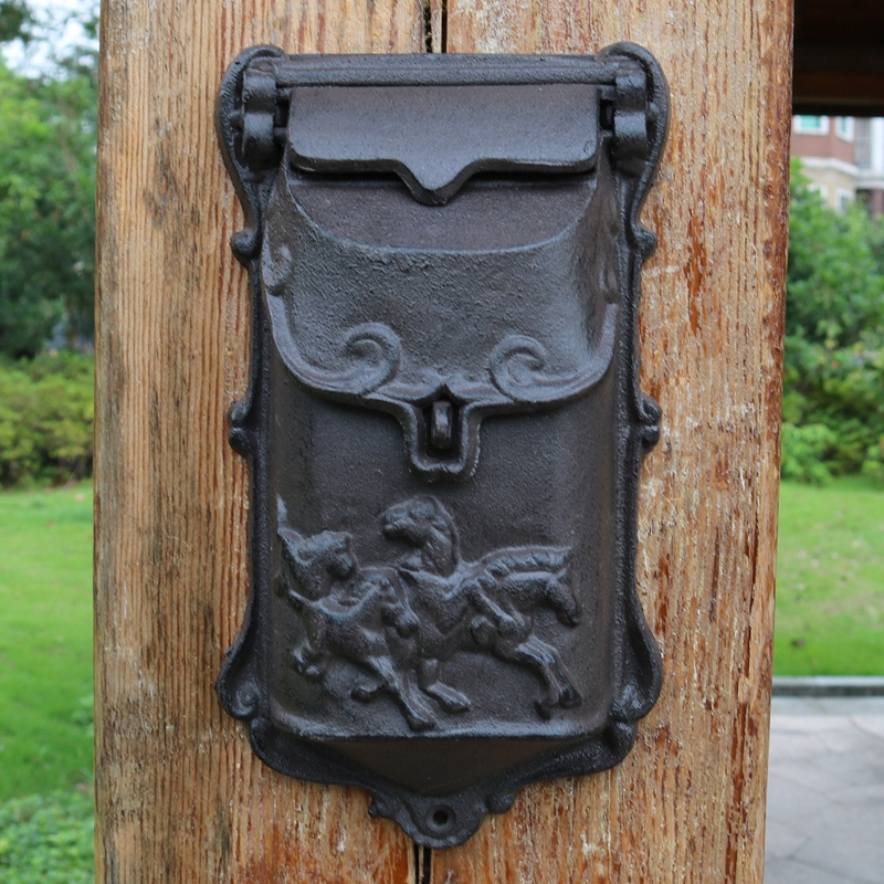 1 European Vintage Home Garden Decor Cast Iron Wall Mounted Small Mail Box with Five Horses Decor On