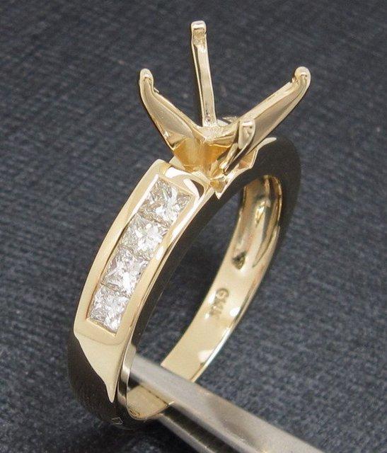1.0CT Round Diamond 14CT Yellow Gold Ring