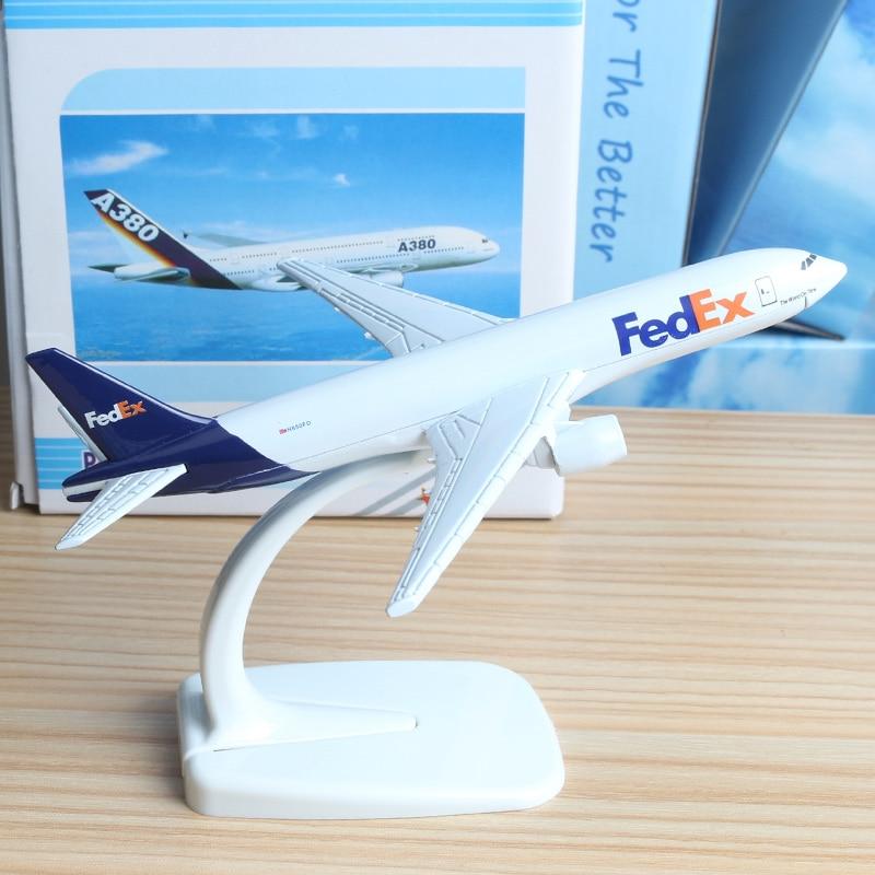 16 см FedEx express B777 Boeing 777 авиакомпании модель самолета сплава модель авиация модель самолета Стенд ремесло игрушки 1:400 ...