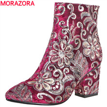 MORAZORA Botas bordadas de tacón alto grueso para mujer, botines a la moda, zapatos dama calzado, Otoño Invierno