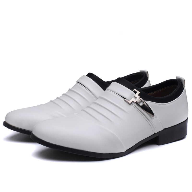 2020 夏黒茶色白人男性革の靴ドレスシューズ高品質フォーマルスリップアウト中空サンダル男