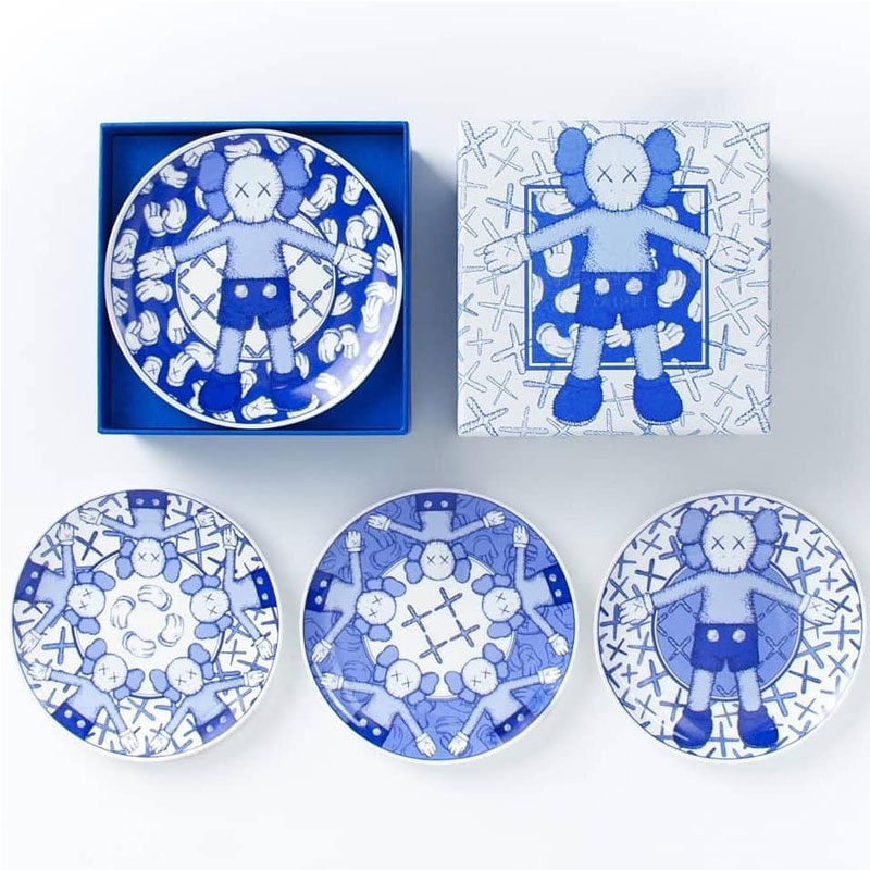 New 4Pcs Of One Set KAWS Holiday Kaws Tableware Plate OriginalFake Accessories Collection Morden Gifts 15cm WidthNew 4Pcs Of One Set KAWS Holiday Kaws Tableware Plate OriginalFake Accessories Collection Morden Gifts 15cm Width